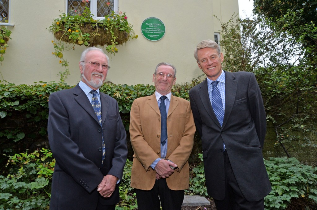 (l-r) Alice's great-nephew David North and nominator Roger Geisler on behalf of Enderby Parish Council